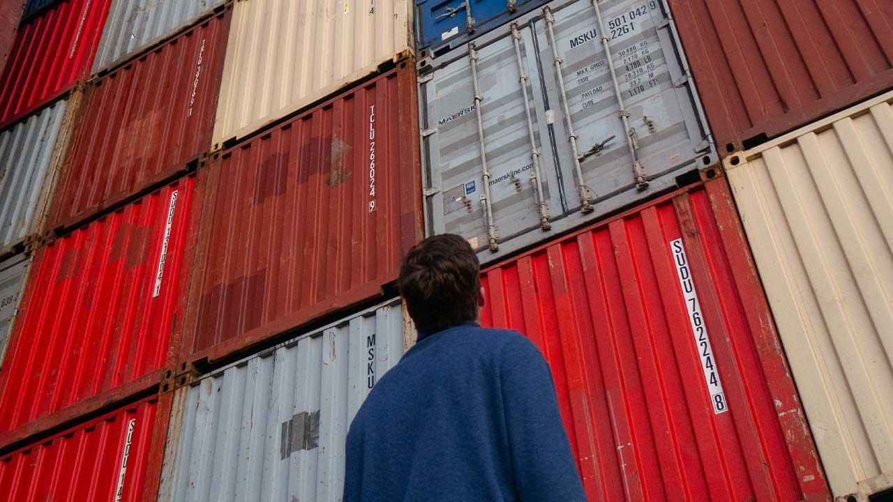 Logistics vs Supply Chain [What's The Difference?]